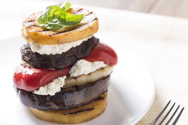 Sandwich étagé aux légumes grillés et au fromage de chèvre Image 1
