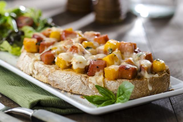 Sandwich ouvert au jambon et à l'ananas  Image 1