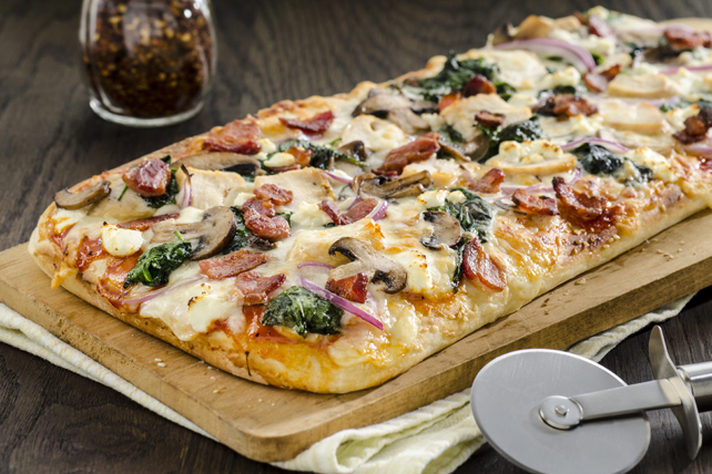 Chicken and Bacon Pizza with Spinach and Mushrooms Image 1