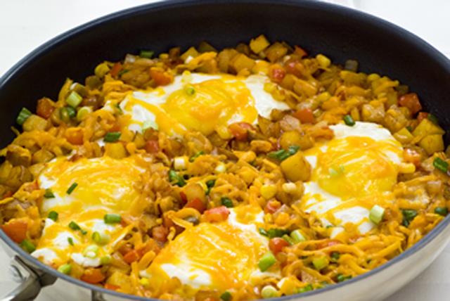 Poêlée fumée de pommes de terre rissolées et d'œufs Image 1