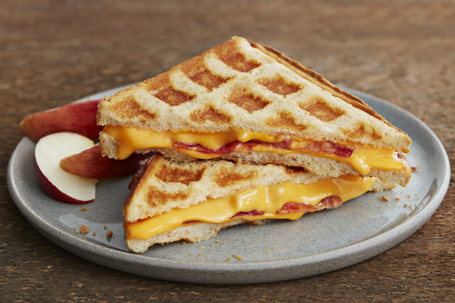 Grilled Cheese au bacon fait au gaufrier Image 1