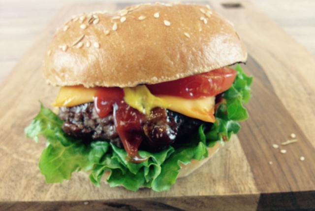 Burger au fromage tout garni Image 1