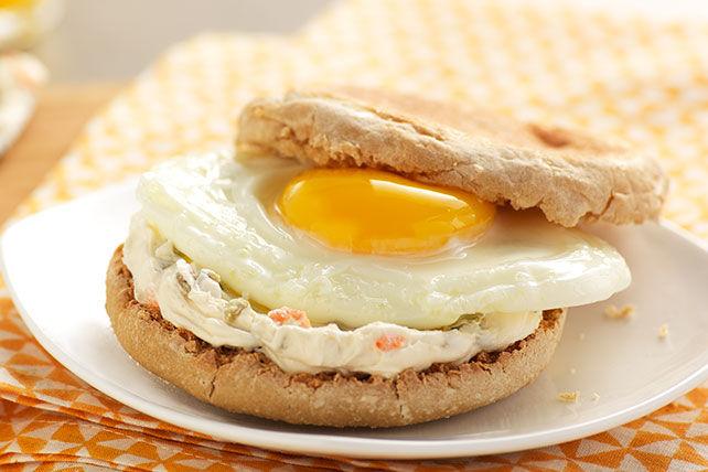Sandwich déjeuner aux jalapenos avec un œuf Image 1