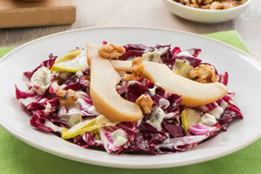 Salade de radicchio aux poires et au fromage bleu