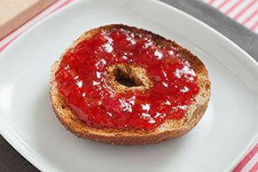 Confiture à la rhubarbe et au JELL-O à la fraise