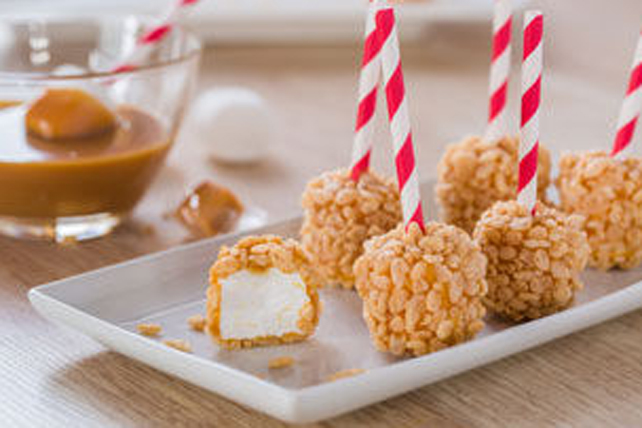 Crispy Caramel-Dipped Marshmallows Image 1