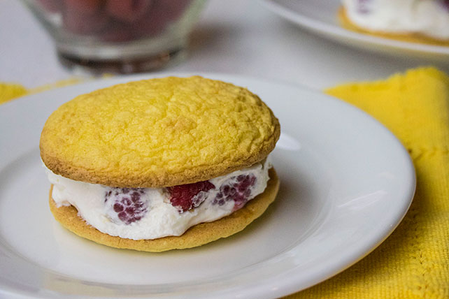 Lemon-Raspberry Whoopie Pies - Kraft Recipes