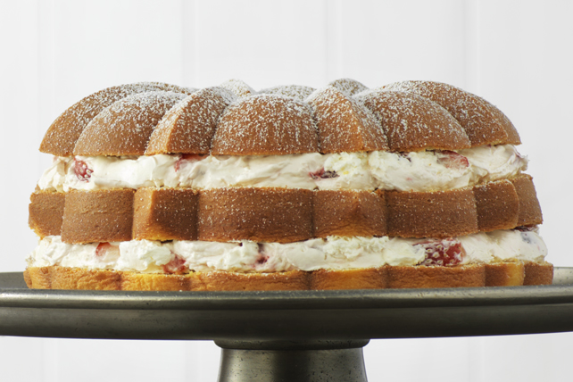 Strawberry Cream-Filled Cake Image 1