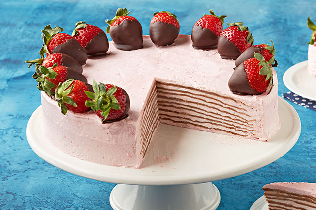 Pastel helado estilo crepas de chocolate y fresa Image 1