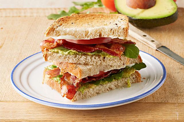 Sándwich de tocino, aguacate y tomate Image 1