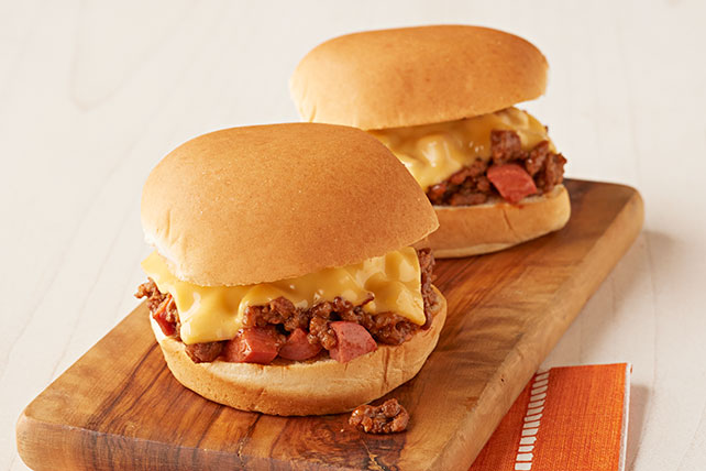 Sandwichitos de chili con salchichas estilo Sloppy Joe Image 1