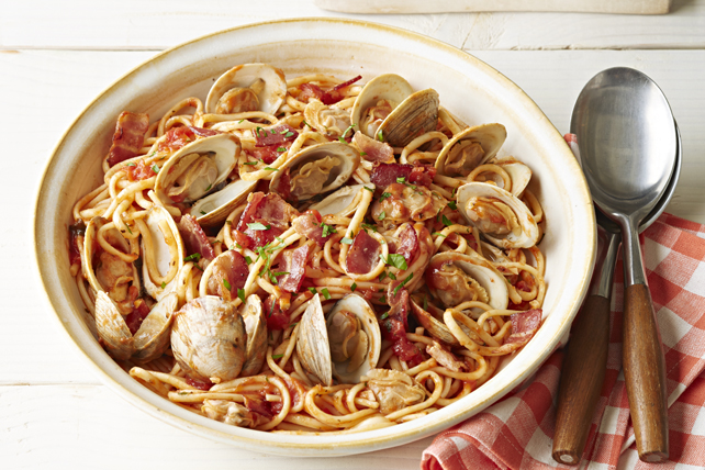 Linguine Marinara with Clams and Bacon Image 1