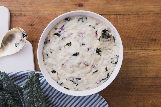 Purée de pommes de terre crémeuse à l'ail et au chou frisé Image 1