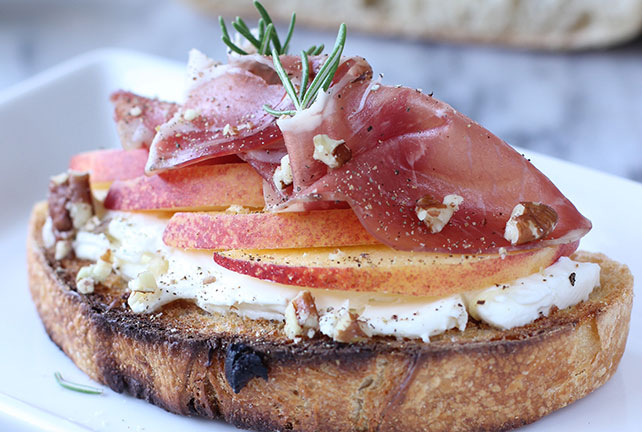Quick-and-Easy Nectarine-Prosciutto Crostini