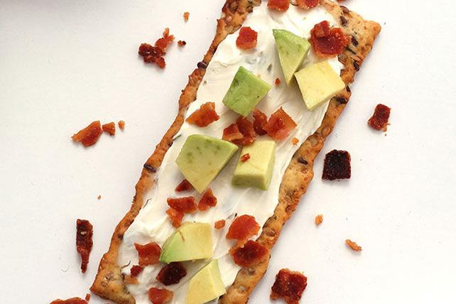 Avocat et bacon sur craquelin de pain pita Image 1