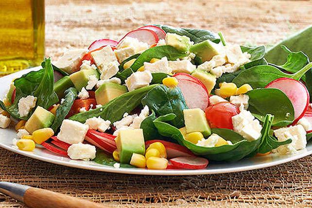 Salade de féta et de légumes frais des champs Image 1
