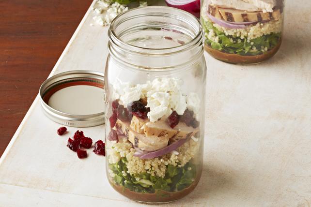 Salade de poulet au balsamique et au quinoa dans un pot Image 1