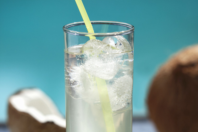 Coconut-Lemonade Cocktail Image 1