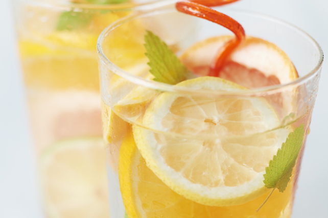 Bubbly Triple-Citrus Iced Tea Image 1
