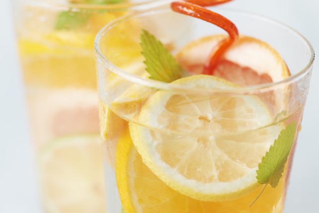 Thé glacé pétillant aux trois agrumes Image 1