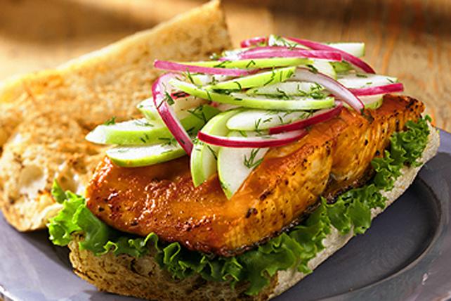 Sandwichs au saumon grillé et à la salade de pommes vertes Image 1