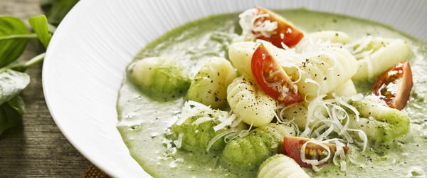 Gnocchis nappés d'une sauce au fromage PHILADELPHIA et au basilic