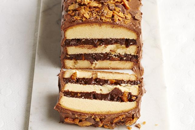 Gâteau étagé garni de friandises Image 1