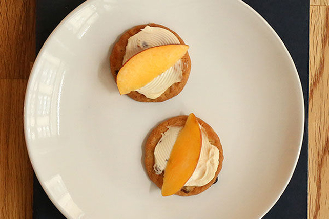 Almond-Peach Crunchies Image 1