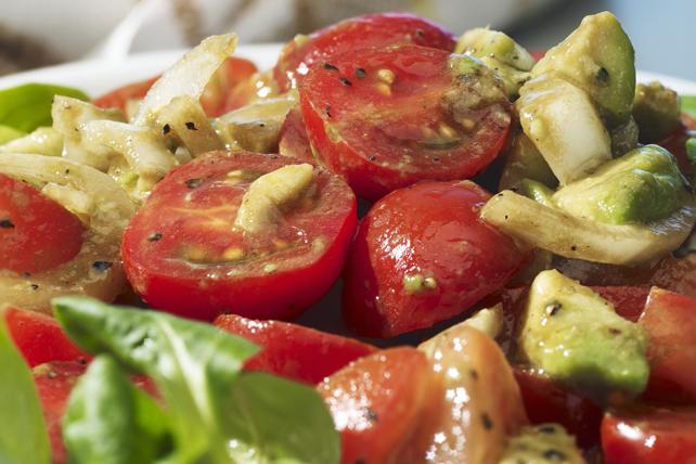 Salade de tomates et d'avocat Image 1