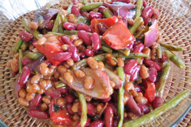 Mélange de légumes grillés et de haricots Image 1