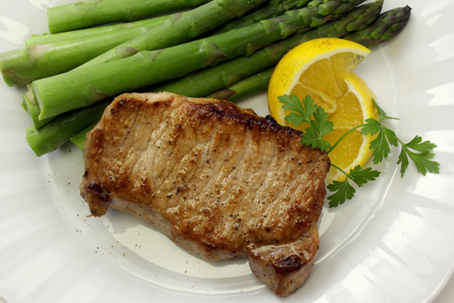 Lime-Pork Chops with Asparagus Image 1