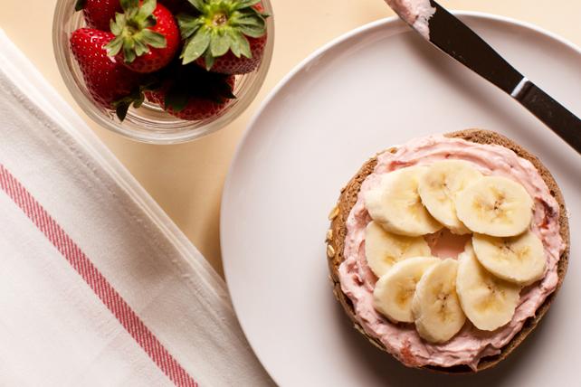 Bagel au fromage à la crème aux fraises et à la banane Image 1