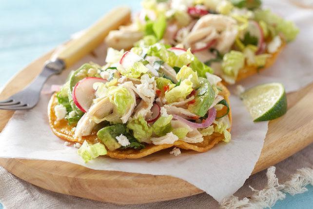 Tostadas à la salade au poulet et au féta Image 1
