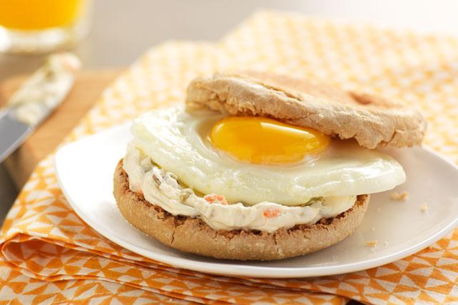 Sándwich mañanero de huevo y aceitunas Image 1