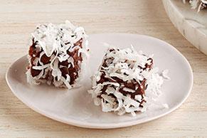 Bocaditos de pastel de chocolate y coco