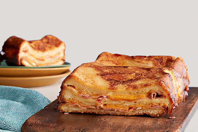 Strata (pastel de pan) de sándwich de jamón y queso Image 1