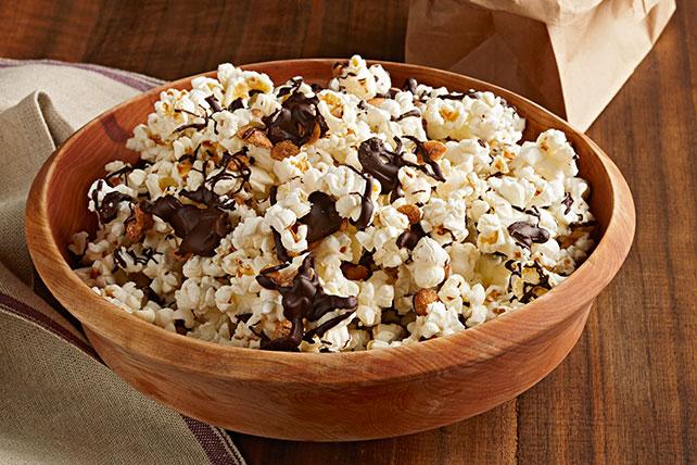 Mezcla de palomitas de maíz con caramelo salado y chocolate Image 1