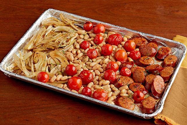 Cena de salchichas italianas en bandeja para hornear Image 1
