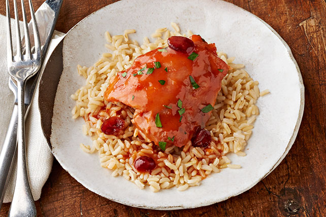 Pollo con arándanos rojos y aderezo CATALINA en olla de cocción lenta