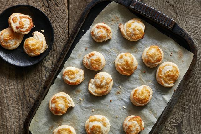 Spicy Garlic-Cheese Puffs Image 1