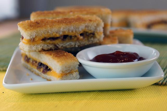 Lanières de sandwich au fromage fondant et au bacon cuit au four Image 1