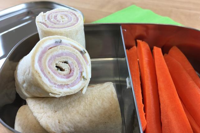 Rouleaux de tortilla au jambon, à la ciboulette et à l'oignon Image 1