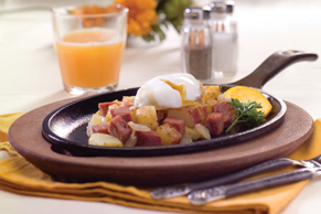 Poêlée de bœuf, de pommes de terre et d'œufs