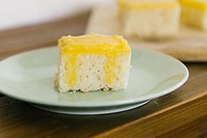 Gâteau à trous au pouding au citron