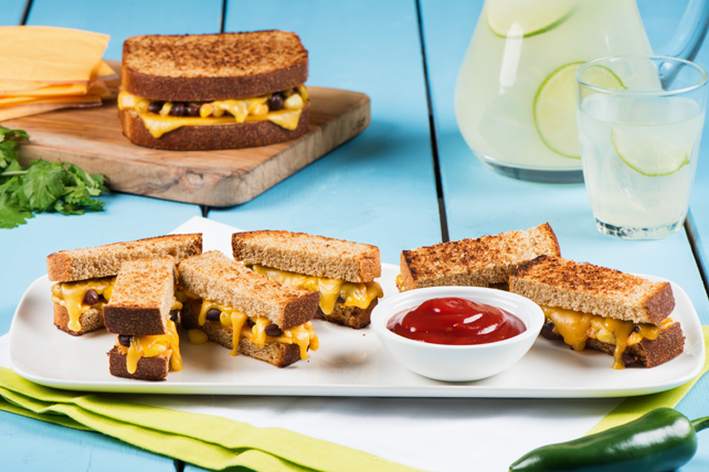 Spicy Grilled Cheese and Black Beans Image 1