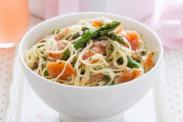 Linguine with Smoked Salmon and Asparagus Image 1