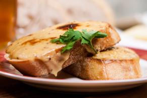Sandwich divin au fromage sur pain grillé