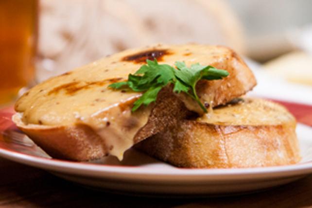 Sandwich divin au fromage sur pain grillé Image 1
