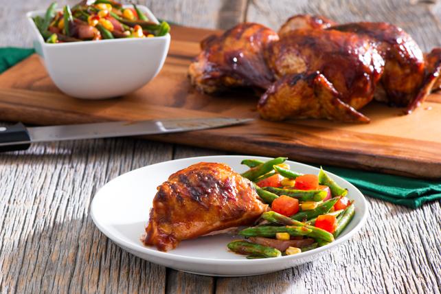 Poulet barbecue en crapaudine et salade de haricots verts grillés Image 1