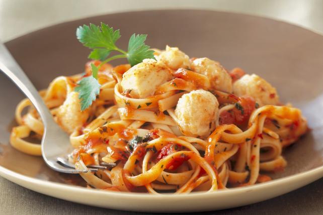 Fettucines aux pétoncles, aux tomates épicées et au parmesan Image 1